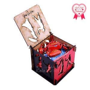 Kala-Market - box1 1 1 300x300 - جعبه شکلات قرمز مشکی (طرح LOVE)