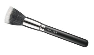 Kala-Market-STIPPLING-BRUSH-300x175-چگونه مانند یک آرایشگر حرفه ای از براش های آرایشی استفاده کنیم؟-آرایش و زیبایی