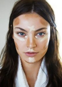 Kala-Market-highlight-and-contour-guide-214x300-تکنیک های یک آرایش حرفه ای با کانتور و هایلایتر-آرایش و زیبایی آرایش و زیبایی صورت لوازم آرایش