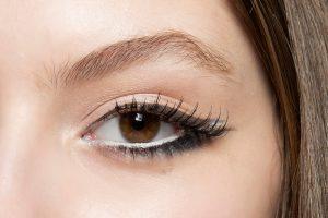 Kala-Market--جشم-سفید-300x200-چگونه با آرایش چشمان درشت تری داشته باشیم؟-آرایش و زیبایی آرایش و زیبایی صورت لوازم آرایش