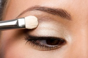 Kala-Market--روشن-2-300x200-چگونه با آرایش چشمان درشت تری داشته باشیم؟-آرایش و زیبایی آرایش و زیبایی صورت لوازم آرایش
